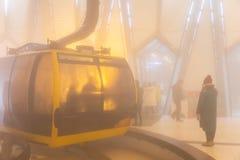 Elektryczny wagon kolei linowej i?? Fansipan halny szczyt Przy 3.143 metres w Sapa wysoka g?ra w Indochina, Wietnam obrazy stock