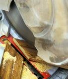 Elektryczny zobaczył cięcie deski ostrza instrument obraz royalty free