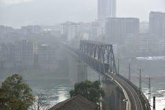Elektryfikacja kolejowego mosta zbliżenie Obrazy Royalty Free