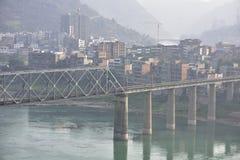 Elektryfikacja kolejowego mosta zbliżenie Zdjęcia Royalty Free