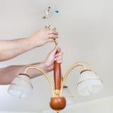 Elektryk usuwa dekoracyjnego podsufitowego światło Obraz Royalty Free