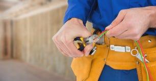 Elektryk z drutów kablami na placu budowy zdjęcie royalty free