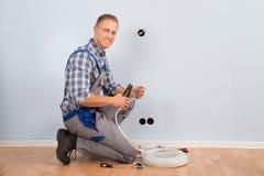 Elektryka obnażania drut w domu fotografia royalty free