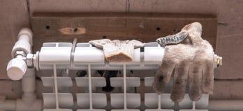 Element för att värma i rummet på konstruktionsplatsen arkivfoto