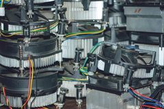 Element för många CPU-kylare Kopparheatpipes och element för datorprocessor Kylsystem Kylare för PCdatorkylfläns royaltyfria foton