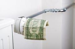 Element och en dollar Pengar på uppvärmningbatteriet fotografering för bildbyråer