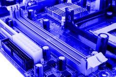 Element på chip av northbridge av isolaten för makro för datormoderkortslut royaltyfria bilder