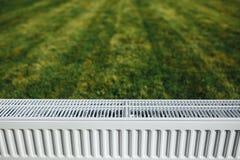 Element på grön gräsmatta, ekologiskt uppvärmningbegrepp royaltyfria bilder
