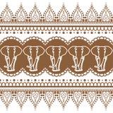 Element van het de grens naadloze patroon van de Mehndihenna rijgt het bruine met olifanten en bloemlijn in Indische geïsoleerde  royalty-vrije illustratie