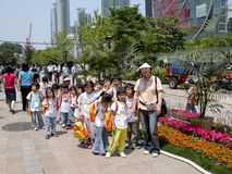 Schoolchildren walking in Seul royalty free stock photos
