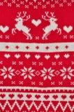Elementdekor Weihnachtsrot gestrickte Strickjackennahaufnahme Flugschreiber mit einem roten Bogen Backgdound stockfoto