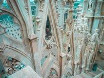 Elemente der Dekoration Duomodi Mailand auf dem Dach Abschluss oben Stockfotografie