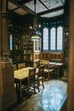 Elemente des Innenraums der John Rylands-Bibliothek in Manchester stockbilder