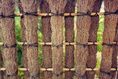 Elemente des Zauns im Garten Stockbilder