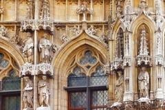 Elementen buiten van Stadhuis in Leuven, België, Vlaanderen stock afbeeldingen
