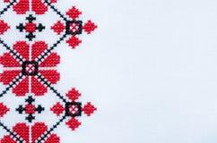 Elementen Met de hand gemaakt Borduurwerk op Wit Linnen door Rode en Zwarte Katoenen Draden royalty-vrije stock afbeelding