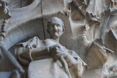 Elementen van architectuur en standbeelden van de ingang aan het oude deel van Sagrada Familia Stock Afbeelding