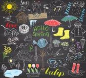 Elementen van lentetijd de vastgestelde krabbels Plaatste de hand getrokken schets met paraplu, regen, rubberlaarzen, regenjas, f stock illustratie