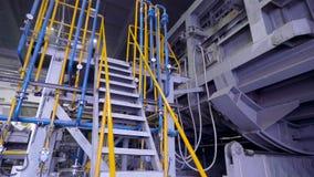 Elementen van materiaal bij de metallurgische installatie stock footage