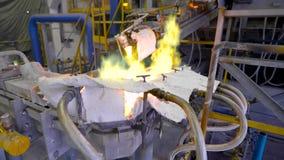 Elementen van materiaal bij de metallurgische installatie stock video