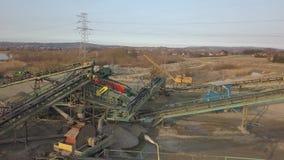 Elementen van materiaal voor de extractie en het sorteren van puin Productie van bouwmaterialen Metaalbouw voor worki stock video