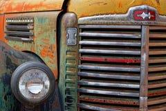 Elementgaller av en gammal lastbil royaltyfria foton