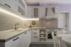 Elementi d'annata della cucina, ornamenti e dettagli della cucina nello stile classico Fotografia Stock