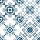 Elementi del modello del confine di Seamles con i fiori e linee del pizzo nello stile indiano di mehndi isolate su fondo bianco Fotografia Stock