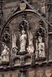 Elementi della torre di Mesto di sguardo fisso della torre del ponte di Città Vecchia vicino a Charles Bridge Karluv Most a Praga immagini stock libere da diritti