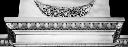 Elementi dettagliati e grigi della decorazione di architettura con i motivi floreali Immagine Stock