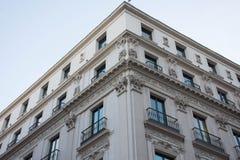 Elementi di architettura Decorazione delle costruzioni nel centro di Madrid, Spagna Fondo Fotografia Stock