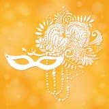 Elementi di carnevale Maschera con le piume e le perle, fiori Fotografia Stock Libera da Diritti