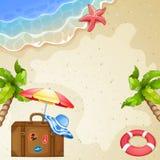 Elementi di estate con la valigia d'annata, il mare e gli alberi Immagine Stock