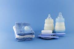 Elementi di lusso del neonato su fondo pallido Immagine Stock Libera da Diritti