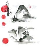 Elementi disegnati a mano del sumi-e dell'inchiostro: landskype, sole, tempio, bambù, Fotografie Stock Libere da Diritti