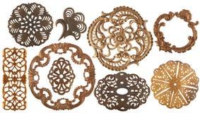 Elementi dorati antichi dei gioielli isolati su bianco fotografia stock libera da diritti