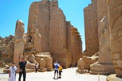 Elementi e dettagli dell'interno del tempio di Karnak a Luxor fotografie stock libere da diritti