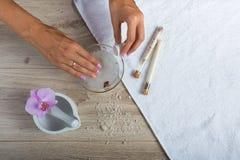 Elementi essenziali della stazione termale per un manicure Immagini Stock Libere da Diritti