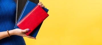 Elementi essenziali di affari degli articoli per ufficio della cancelleria fotografie stock libere da diritti