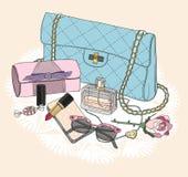Elementi essenziali di modo. Fondo con la borsa, sunglasse Immagini Stock