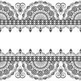 Elementi indiani senza cuciture del confine di mehndi con i fiori per le carte e tatuaggio su fondo bianco illustrazione vettoriale