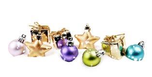Elementi poco importanti della decorazione di Natale in neve fotografia stock