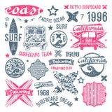 Elementi praticanti il surfing di progettazione e dell'emblema royalty illustrazione gratis
