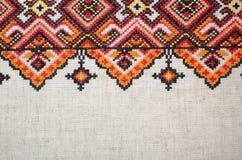 Elemento bordado multicolor en los hilos de lino del algodón foto de archivo libre de regalías