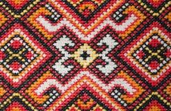 Elemento bordado multicolor en los hilos de lino del algodón imagen de archivo