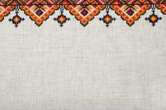 Elemento bordado multicolor en los hilos de lino del algodón fotos de archivo