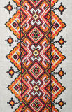 Elemento bordado multicolor en los hilos de lino del algodón fotografía de archivo libre de regalías