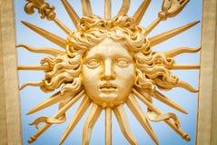 Elemento da porta dourada do castelo de Versalhes. imagens de stock royalty free