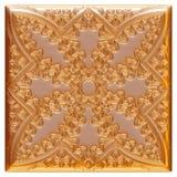 Elemento de oro clásico de la decoración en fondo blanco aislado Imágenes de archivo libres de regalías
