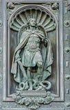 Elemento de puertas decorativas, estatua del arcángel Michael foto de archivo libre de regalías